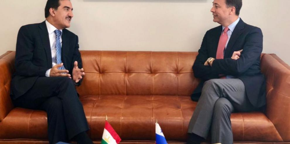 Panamá establece relaciones con Tayikistán