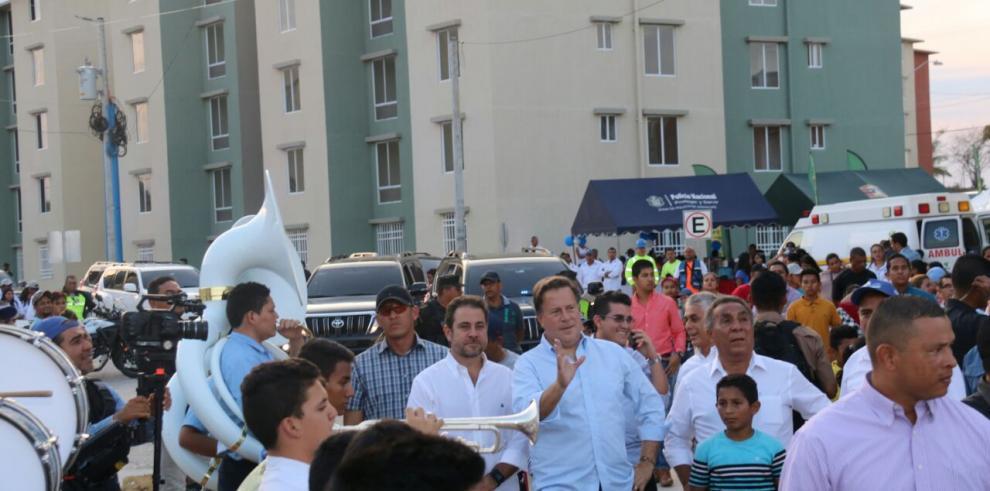 Varela entrega 390 nuevos apartamentos en San Antonio, de Veraguas