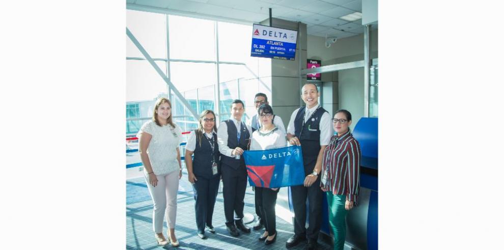 Delta Airlines cumple veinte años volando a Centroamérica