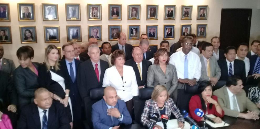 Diputados responden a advertencia de Varela