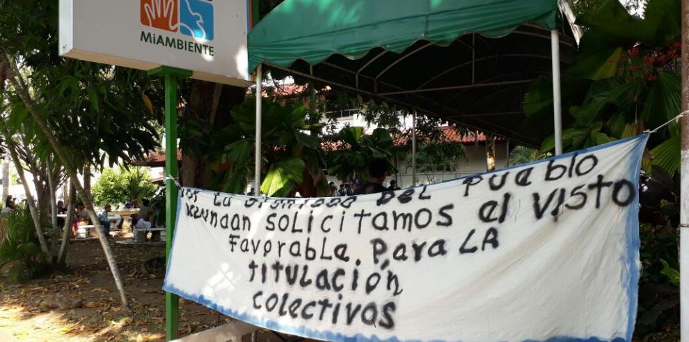 Indígenas protestan por titulación de tierras colectivas