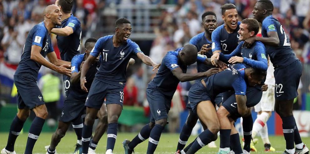 Francia se ciñe su segunda corona