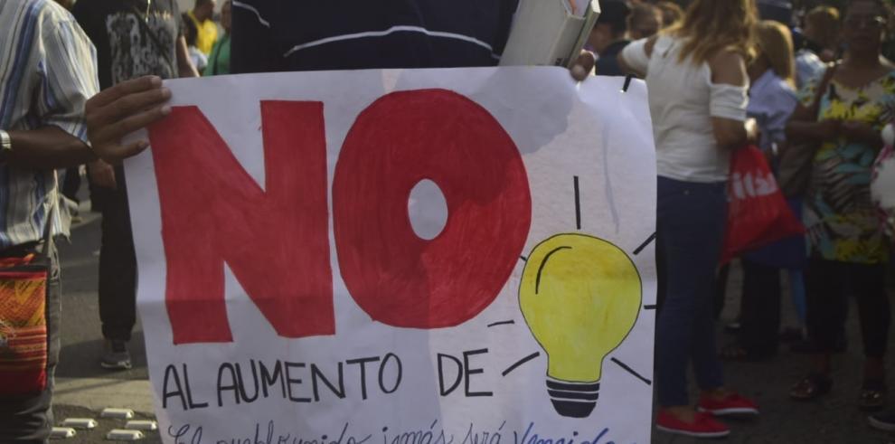 Docentes le piden a Varela que se elimine el aumento de la tarifa eléctrica