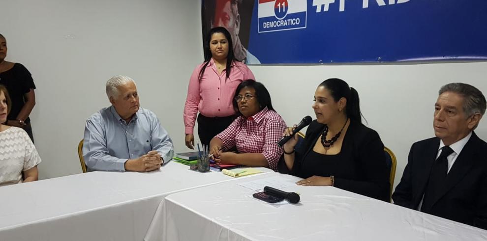 Balladares retira documentación para aspirar a la presidencia de la República