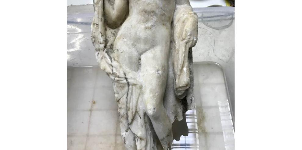 Hallan una impresionante estatua de Afrodita en trabajos de metro en Salónica