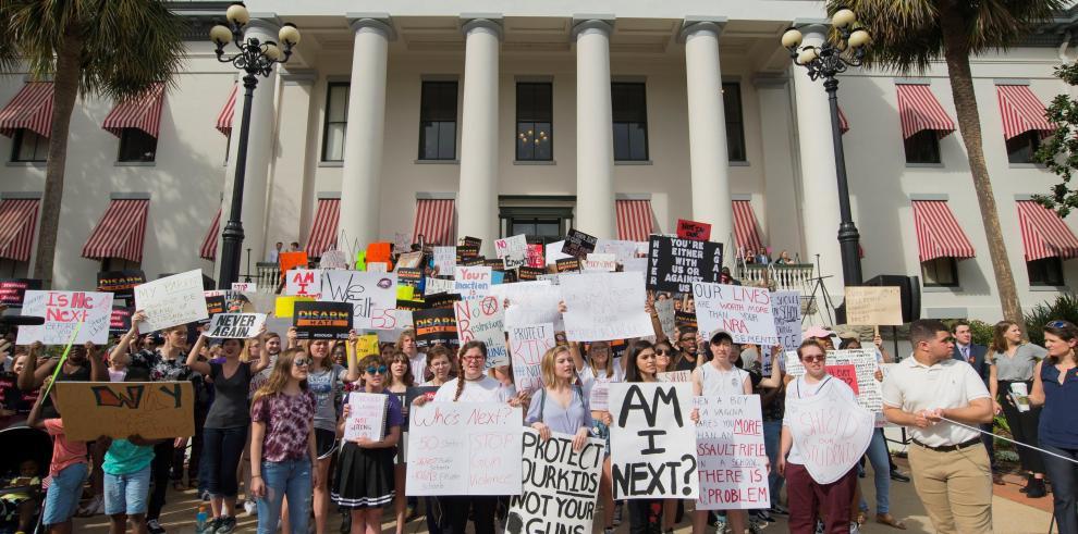 Demócratas del Senado de Florida impulsarán prohibición de armas de asalto