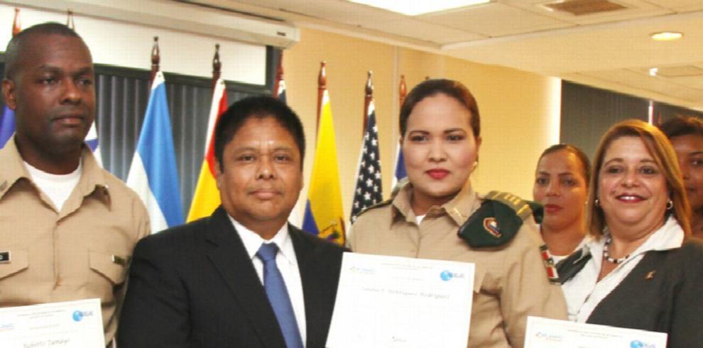 Funcionarios se capacitan en temas de seguridad ciudadana
