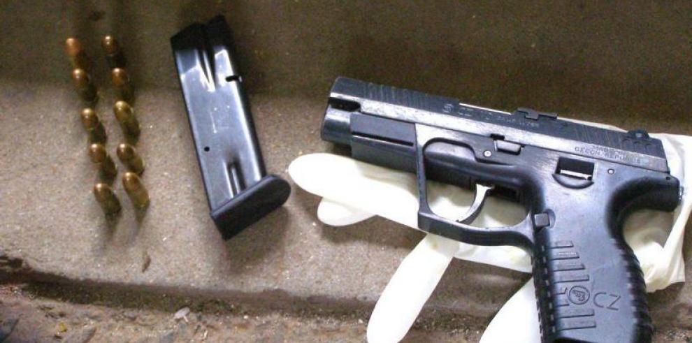 Imputan cargos a dos sujetos por posesión de armas