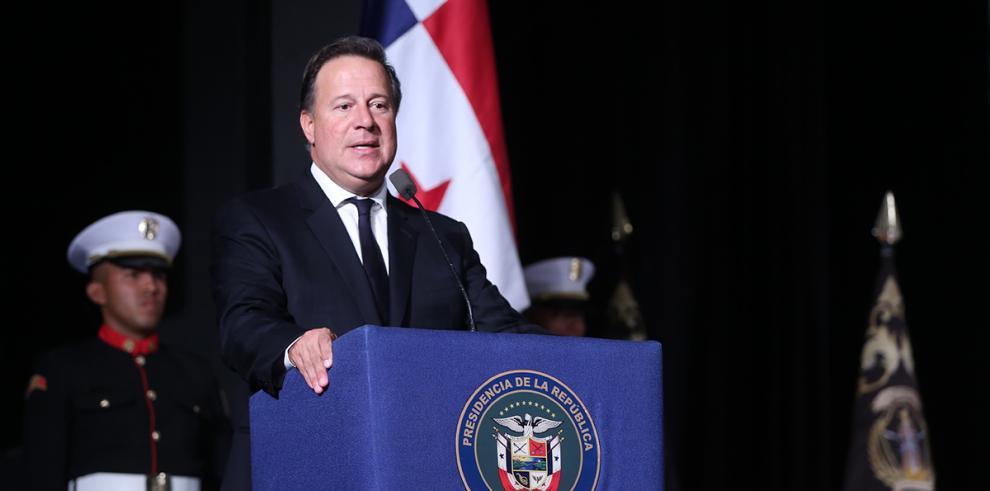 Varela sanciona leyes de protección del consumidor, seguridad y cultura