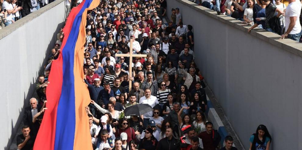 Primer ministro de Armenia busca salida a crisis interna