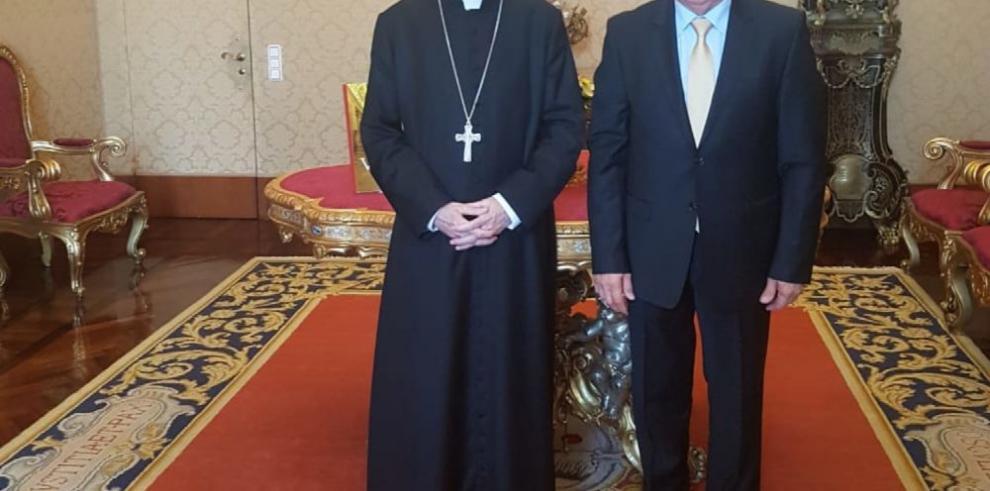 Secretario del Vaticano recibe a Castillo