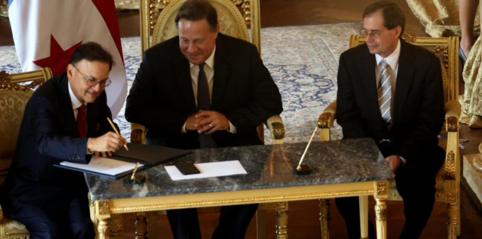 Firman acuerdopara la compra de equipamiento y vagones de la Línea 3 del Metro