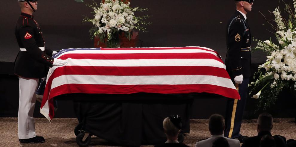 John McCain es despedido de Arizona como un