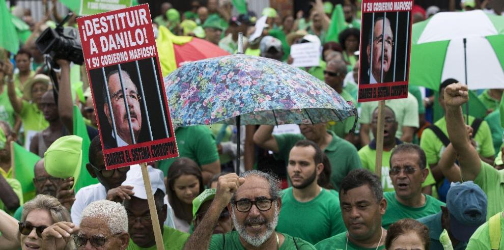 Miles de dominicanos exigen fin de corrupción y justicia en el caso Odebrecht