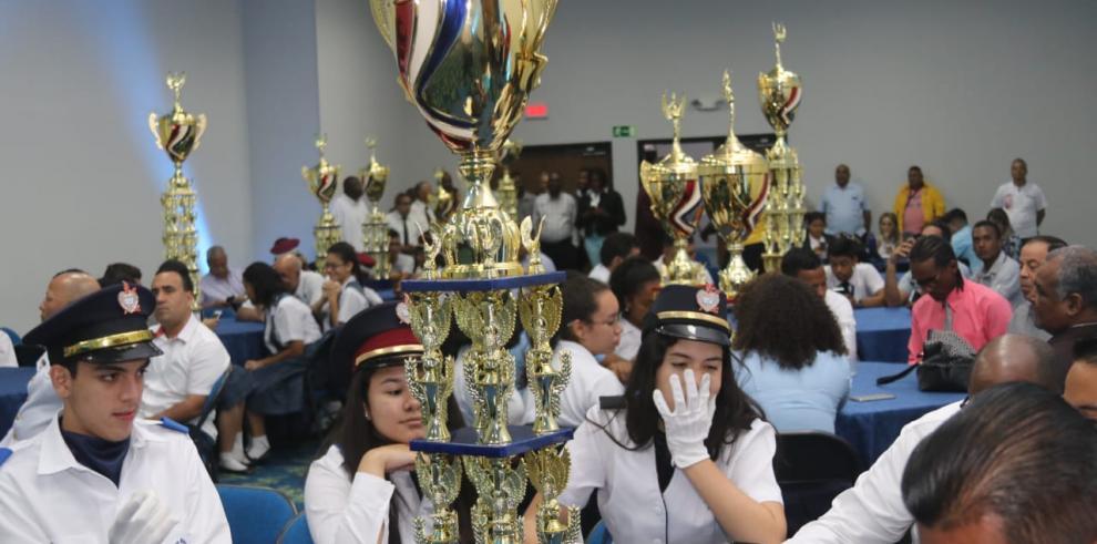 Premian a las delegaciones estudiantiles y bandas independientes