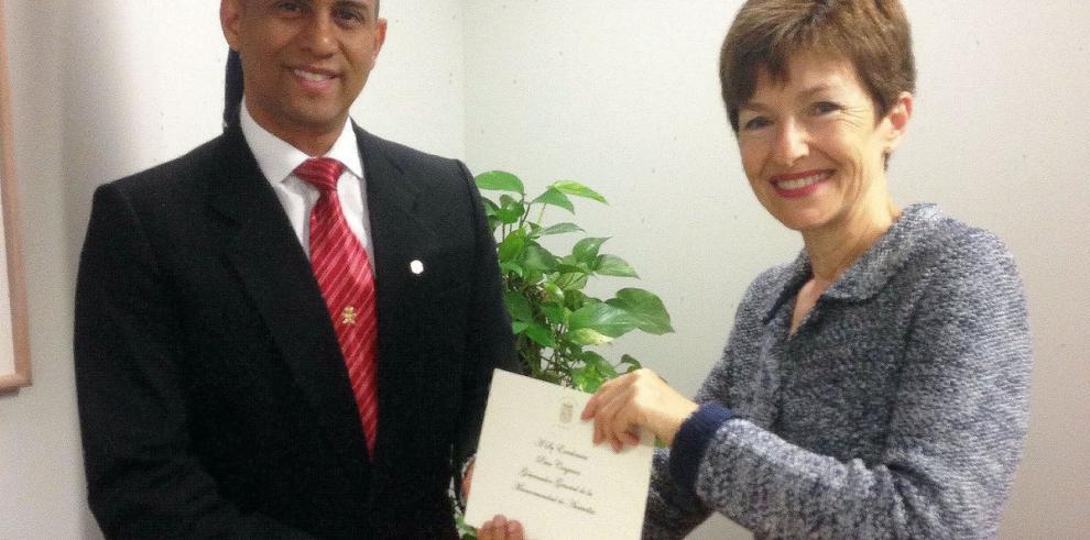 Embajador de Panamá en Australia presenta copias de credenciales