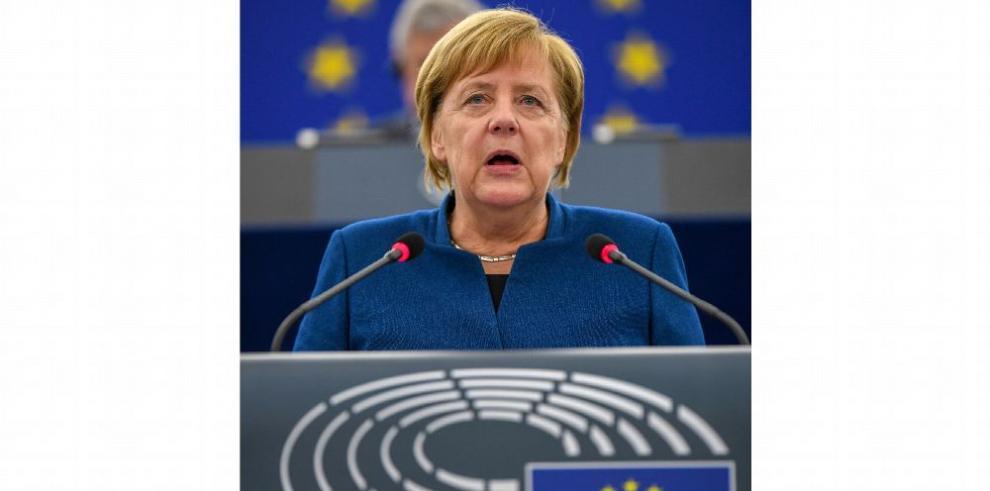 Merkel respalda idea de 'ejército europeo' y se aleja de Trump