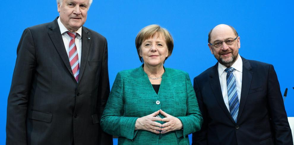 Merkel logra acuerdo para un cuarto mandato con concesiones al SPD