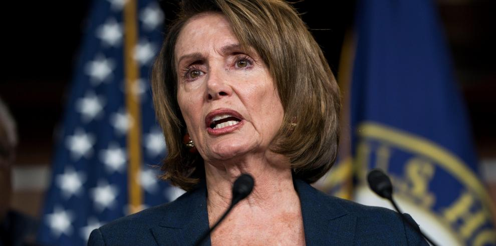 Líder demócrata de EEUU bate récord con más de 7 horas hablando ante Congreso