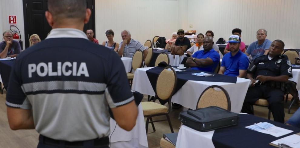 Policía de Nueva York entrena a oficiales panameños en prevención del crimen