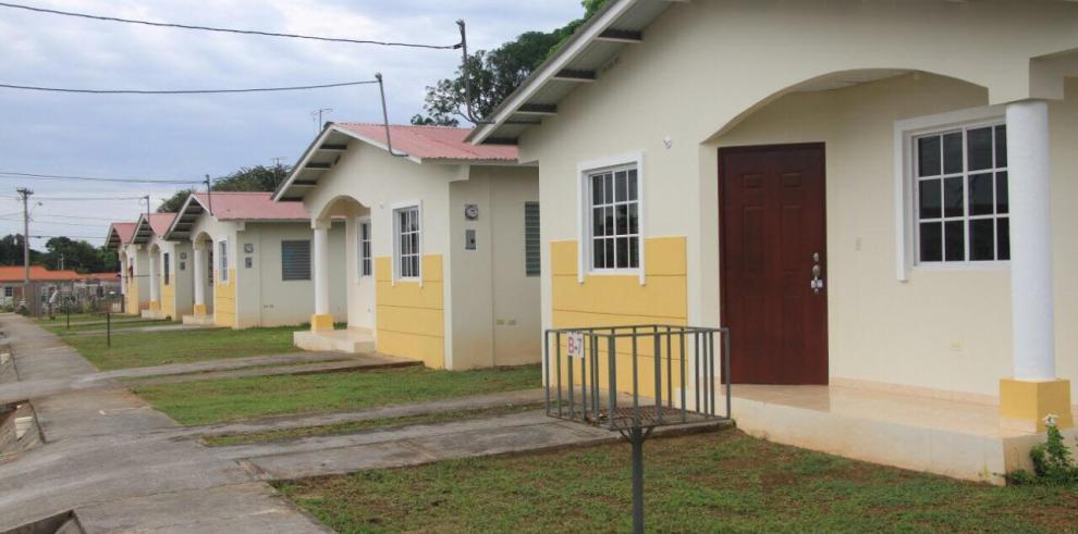 Más de 700 promotoras construyen viviendas con el Bono Solidario