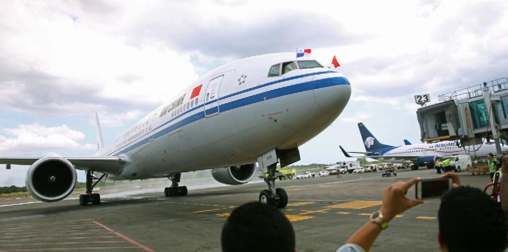 AAC actualiza reglamentos de aviación civil para licencias