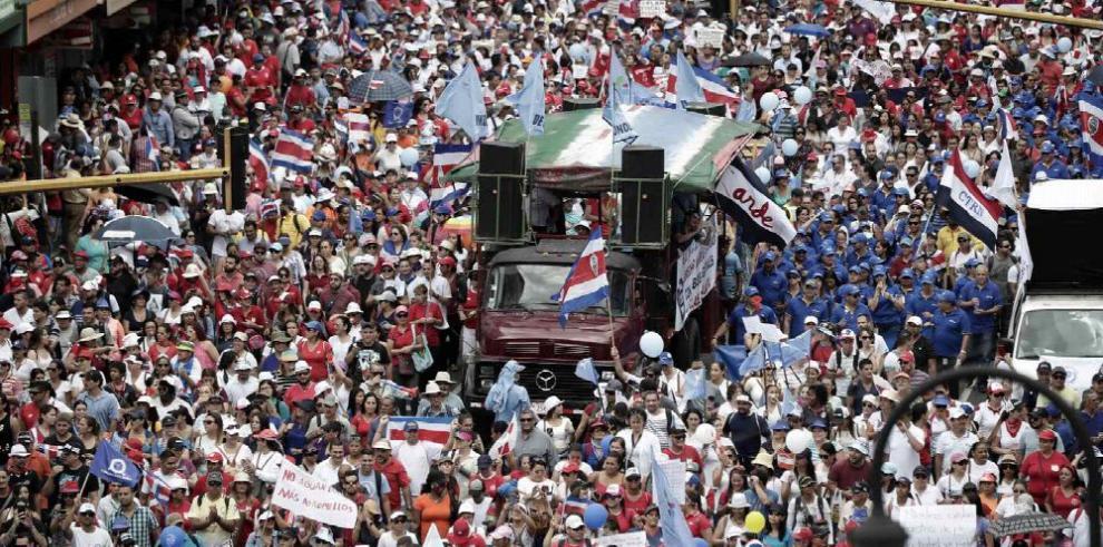 Arrecian protestas contra reforma fiscal en C. Rica