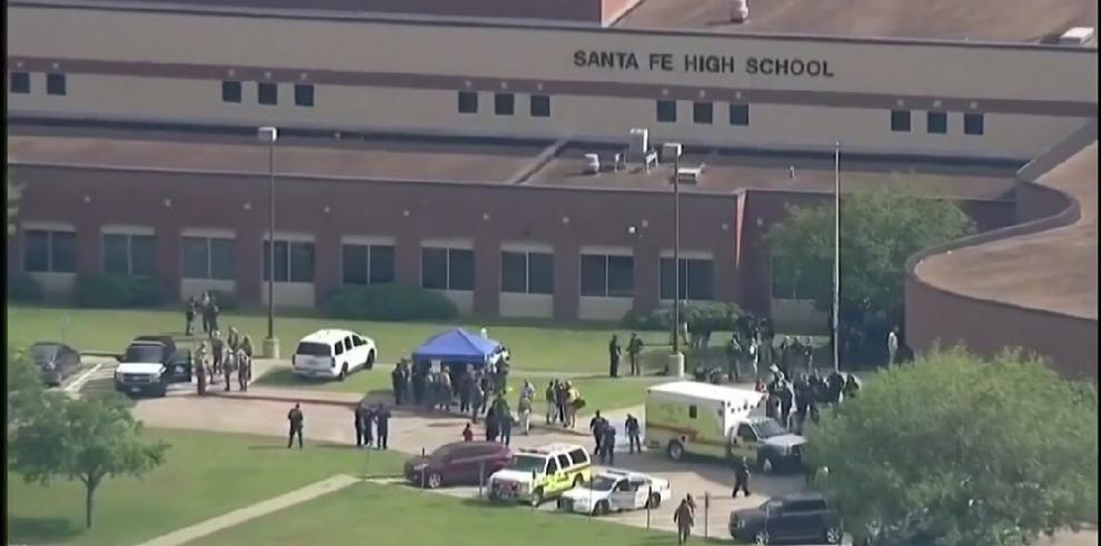 Reportan víctimas fatales por tiroteo en escuela de Texas