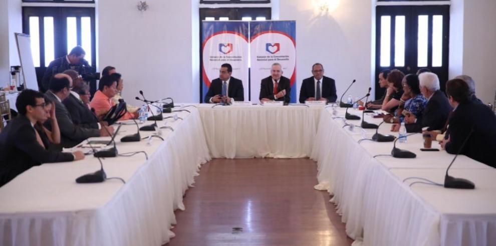 Ejecutivo avanza en consultas por la constituyente