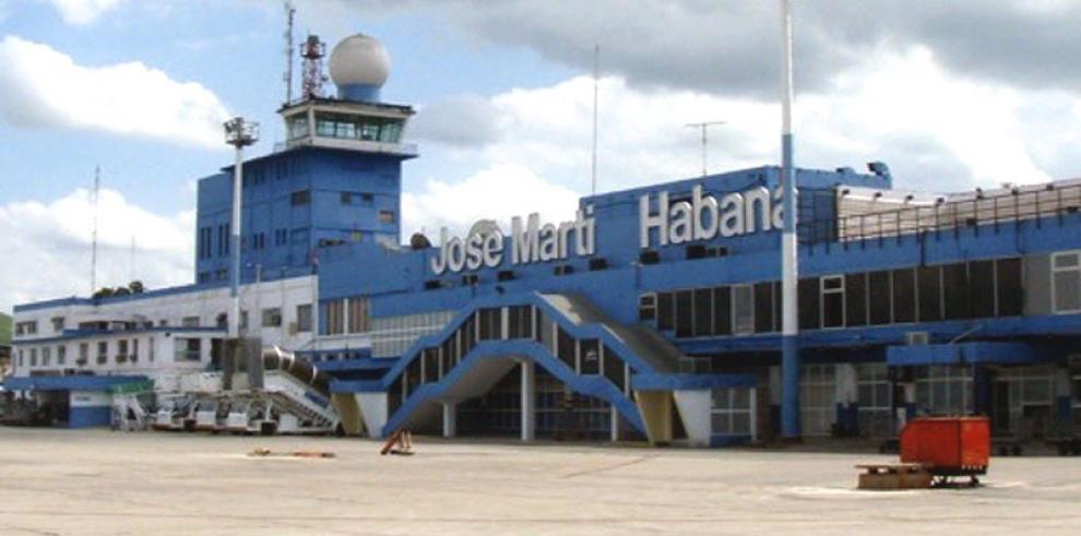 Un avión de pasajeros se incendia en el aeropuerto internacional de La Habana