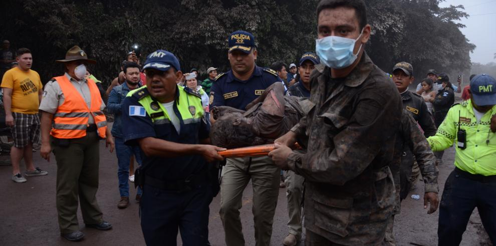 Declaran tres días de duelo en Guatemala por muertes tras erupción de volcán