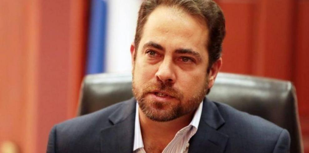 Mario Etchelecu renuncia al Ministerio de Vivienda