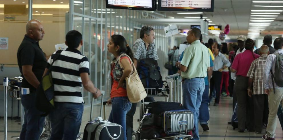 Disminuye 34.5% entrada al país de viajeros residentes