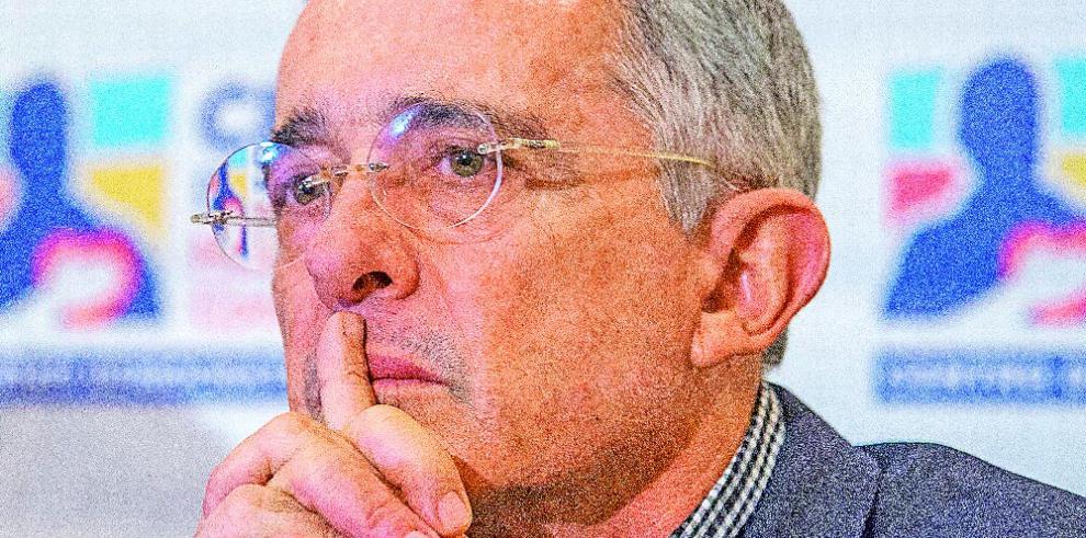 Uribe renuncia a su escaño en el Senado tras citación en Corte