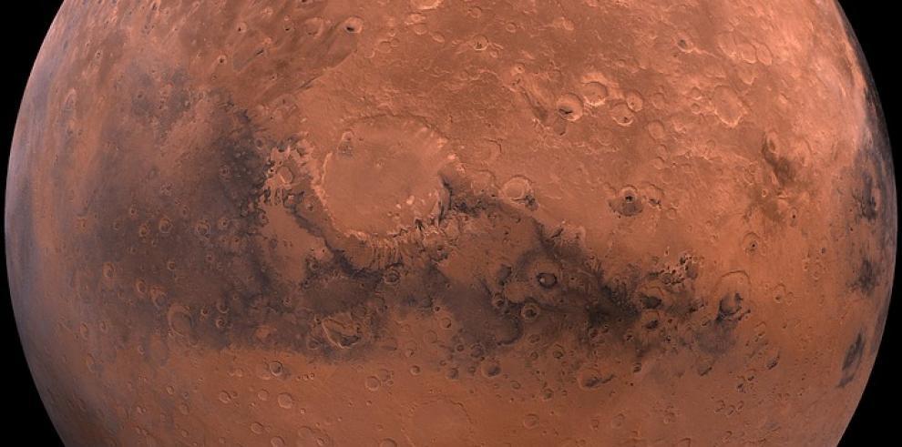 Científicos descubren un lago de agua en Marte