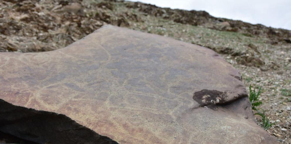 Descubren pinturas rupestres de hace 2.000 años en región tibetana de China