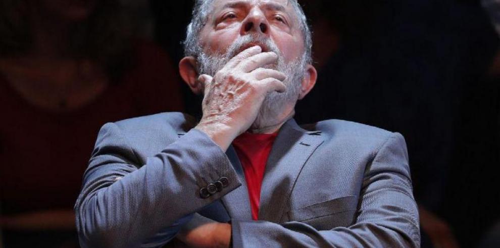 Miles de brasileños se manifiestan a favor y en contra de Lula