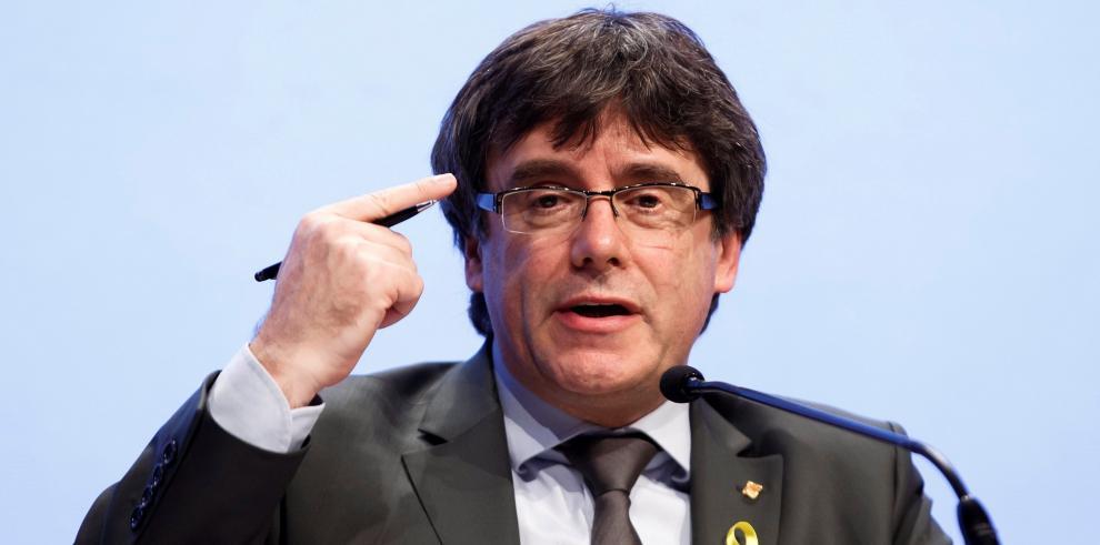 Puigdemont recibe respaldo de su entorno mientras la Justicia analiza su caso