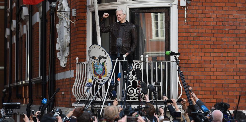 Ecuador mantendrá la protección internacional para Julian Assange