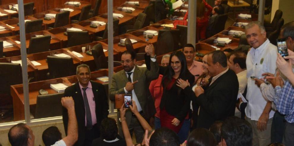 Diputados pelean por control de la Comisión de Credenciales