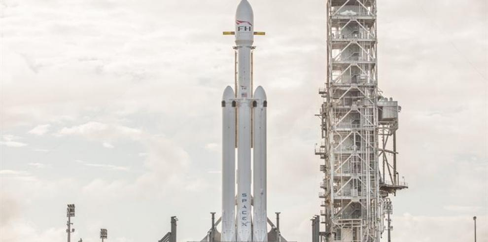 El Falcon Heavy, el cohete más potente del mundo, inicia su primer vuelo