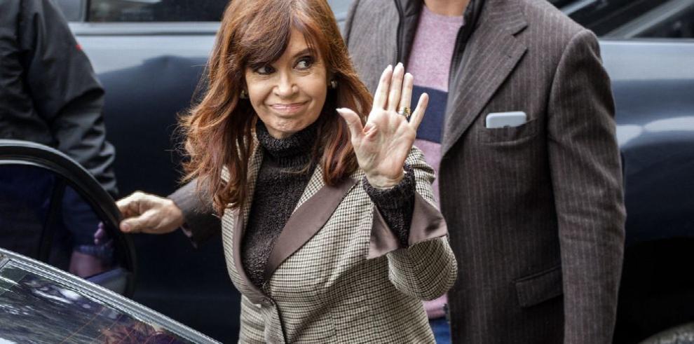 CFK niega sobornos y denuncia 'persecución'
