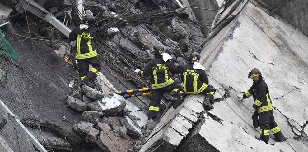 Terror tras derrumbe de un viaducto en Génova, Italia