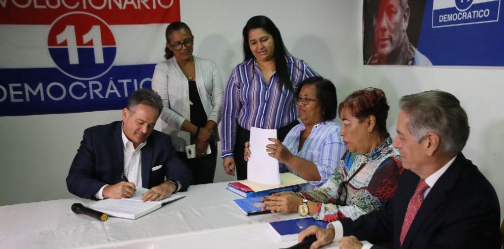 Juan Carlos Navarro pide debate presidencial dentro del PRD