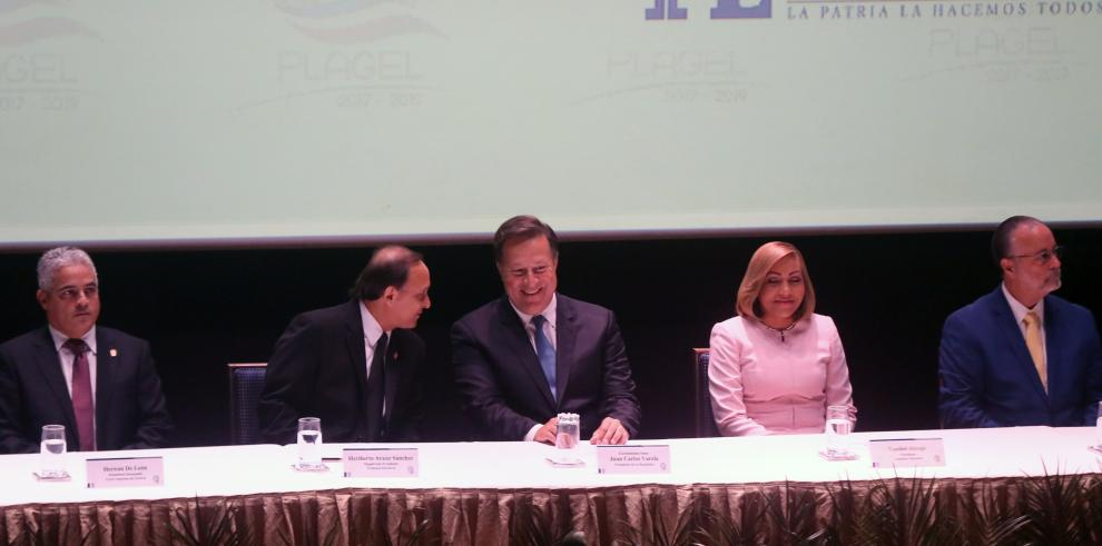 Varela anuncia consulta para la Constituyente