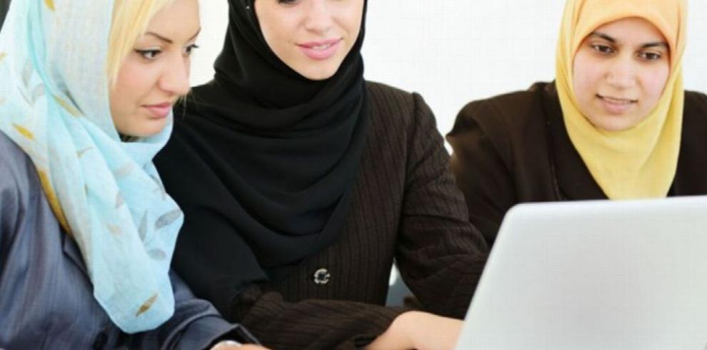 La lucha para empoderar a la mujer emiratí
