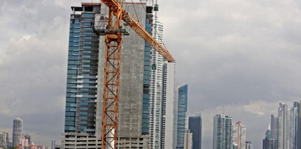 Inversión en permisos de construcción se desploma