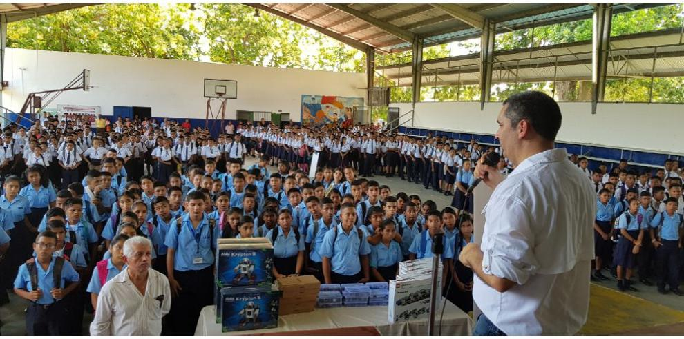 Escuela en Antón recibe laboratorio de robótica