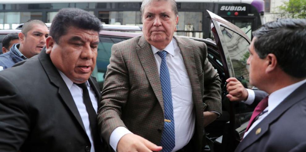 Ordenan impedimento de salida para Alan García