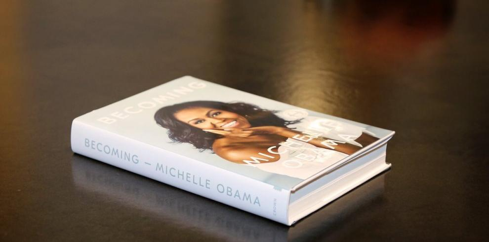 Barack Obama apoya a Michelle en gira de presentación de su libro